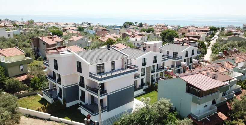 Küçükkuyu'da Satılık Lüks Tripleks Sıfır Villalar