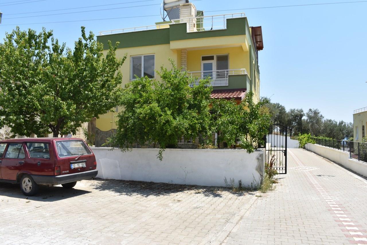 Küçükkuyu'da Satılık 3+1 Müstakil Bahçeli İkiz Villa